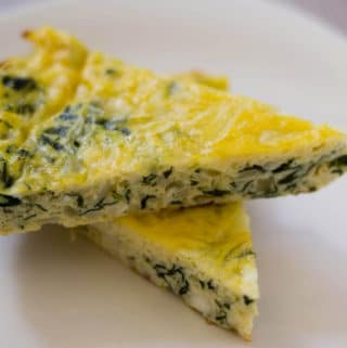 Spinach and Zucchini Crustless Quiche, an easy and simple recipe with a ton of flavor, made with eggs and cheese. | nashifood.com